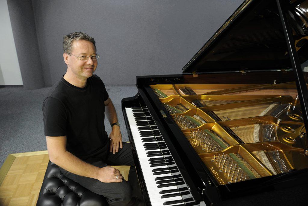 Pianist Chris Geisler: Foto seitlich 1